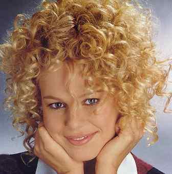 http://4.bp.blogspot.com/-O_C9bFMMiS4/TeKx0pKh56I/AAAAAAAACE0/ToE-h2gX7go/s1600/short-curly-hairstyle.jpg
