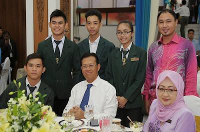Bergambar kenangan dengan YBhg Dato Seri Shabery Cheek