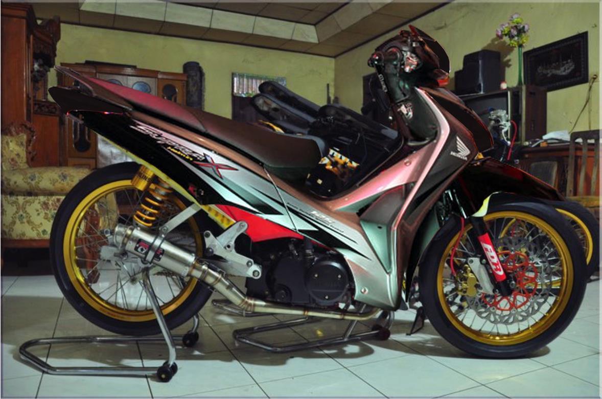 Inilah hasil karya Mas Abud yang mengutak-atik desain Honda Supra X  title=