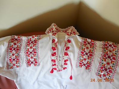Camasa traditionala asortata la meniul zilei