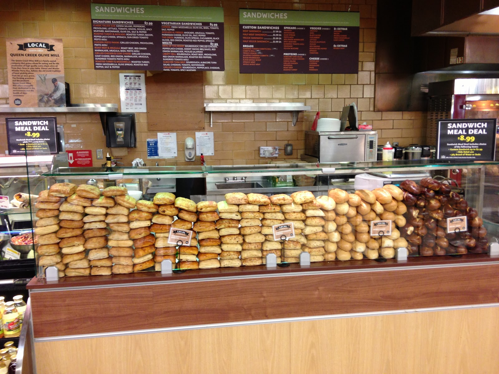 Auckland Airport Sandwich Display—or Is This Italy? | zoomeboshi