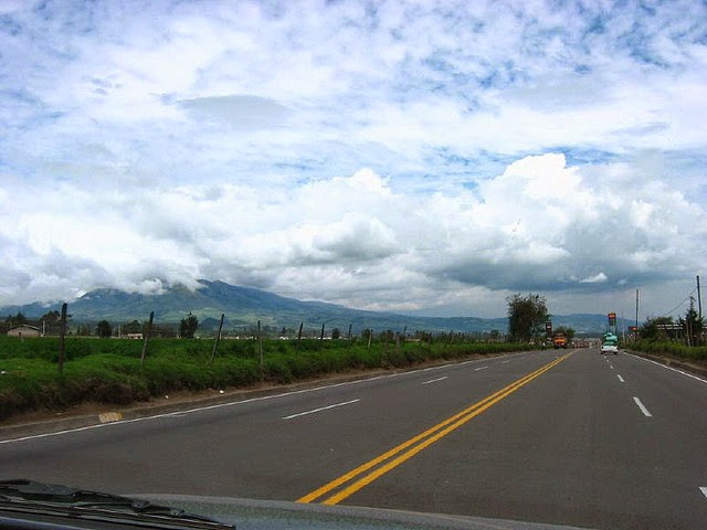 Carretera_Panamericana_Ecuador உலகின் மிக நீளமான சர்வதேச நெடுஞ்சாலை : பேன் அமெரிக்கன் ஹைவே