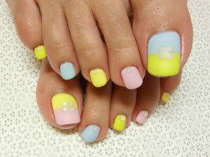 Stylish-Pedicure-Nail-Art-Designs-for-Summer-2012