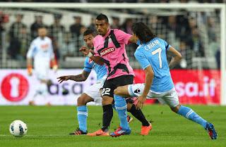 http://4.bp.blogspot.com/-OaEcop62H5A/T3jpBAYJXMI/AAAAAAAAI_Q/F-sRf_BvLwc/s1600/Juventus+vs+Napoli.jpg