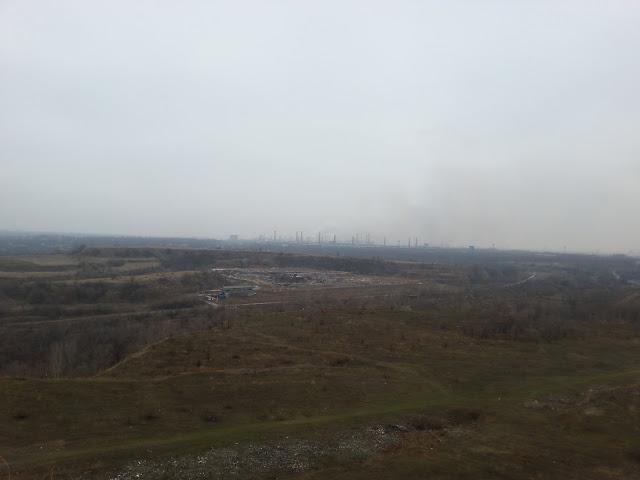 Вид на свалку и АМКР с вершины Бурщицкого отвала