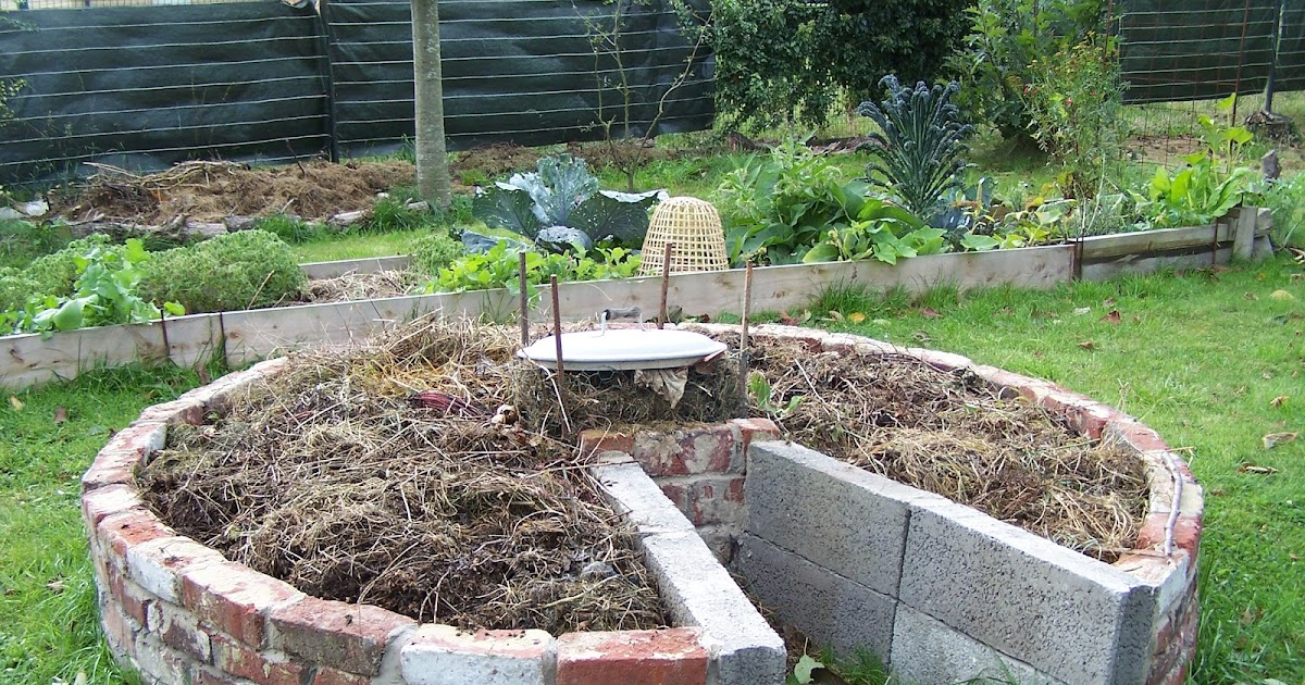 ecolo bio nature permaculture urbaine et jardinage bio cr ation d 39 un keyhole garden. Black Bedroom Furniture Sets. Home Design Ideas