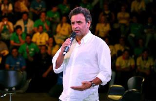 Aécio Neves , líder da oposição, fala de sustentabilidade em artigo no jornal Folha de São Paulo