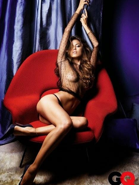 Foto Sexi Hampir Telanjang Irina Shayk Kekasih Cristiano Ronaldo