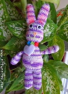 http://translate.googleusercontent.com/translate_c?depth=1&hl=es&rurl=translate.google.es&sl=en&tl=es&u=http://www.niftynnifer.com/2014/03/free-amigurumi-easter-bunny-crochet.html&usg=ALkJrhgk4wpAxhEa7G3bCIQTqzTnCwXz1g