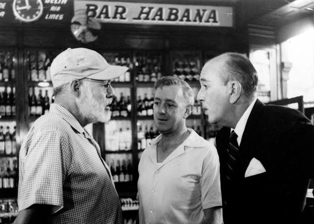 Alec Guines, Ernest Hemingway y Noel Coward