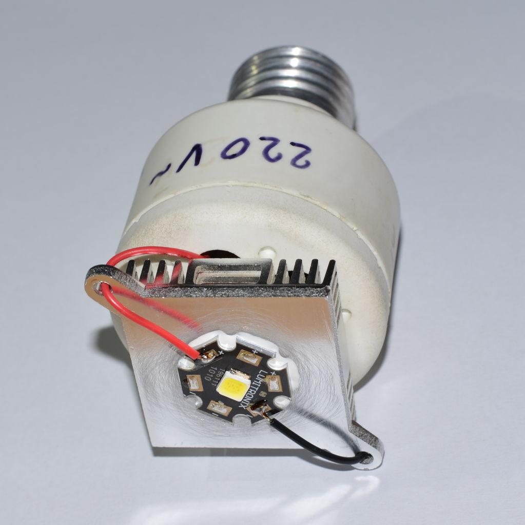 Merubah adaptor USB menjadi Lampu LED