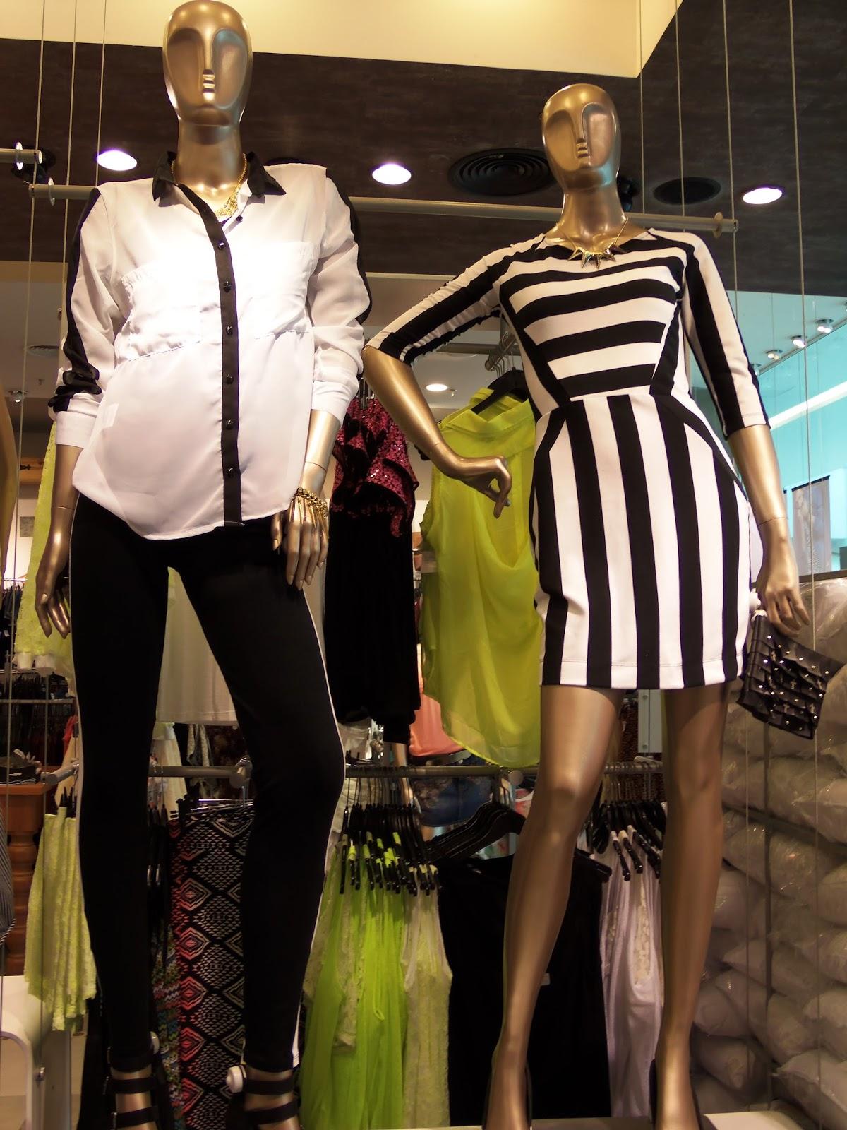 Olá Girls, Estive na Riachuelo do Bela Vista essa semana e a vitrine estar recheada de coisa bonitas e cheias de tendencia. Faz um tempinho que não compro nada na loja, pois acho que estar deixando muito a desejar, comparando com outras lojas do mesmo seguimento. Mas comigo não tem essa! se eu entrar e a roupa estiver linda eu compro, seja a loja que for. Estava assistindo um programa de moda e vi o estilista da Cavalera dizer que comprou uma calça de 89,90 no Extra e ficou super bem nele.Pense? Que tudo só em em ter a sinceridade de falar isso. Uma boa roupa de marca é tudo. Fato! mas conseguimos se vestir bem também em outras lojas e encontramos roupas lindas, de qualidade e com preço justo.