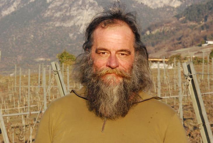 Les 100 ans de l'Abbé Pierre Emmaüs vendange sa vigne le 17 mars 2012 à 16h00 sur la colline