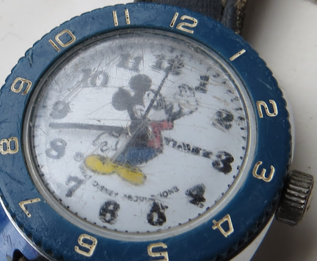 Ampliação da Fotografia Macro de Relógio Timex com tema infantil Mickey
