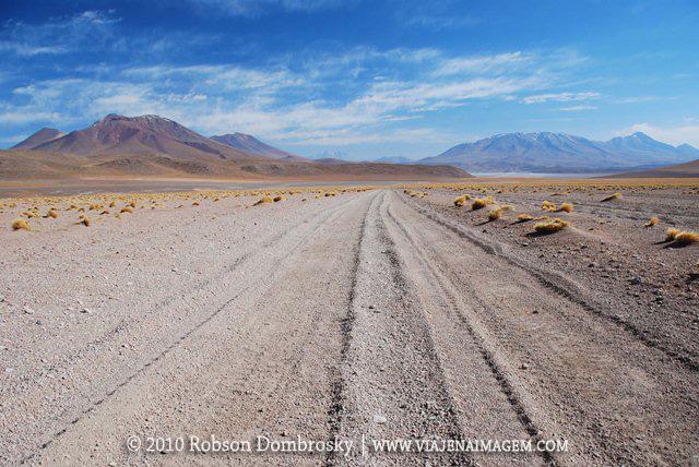 estrada de ripio no deseto boliviano