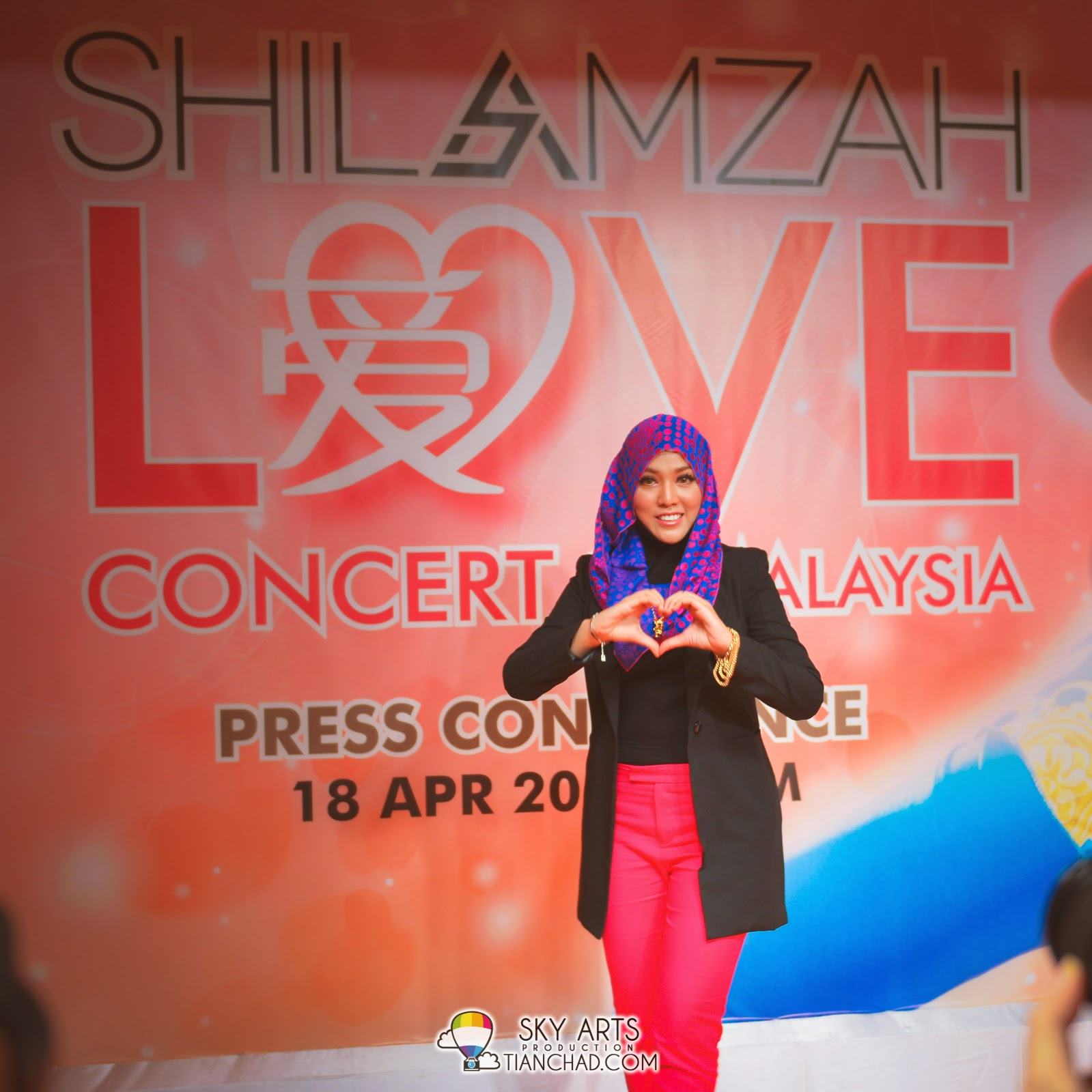 Here's LOVE to all the fans around the world by Shila Amzah!!