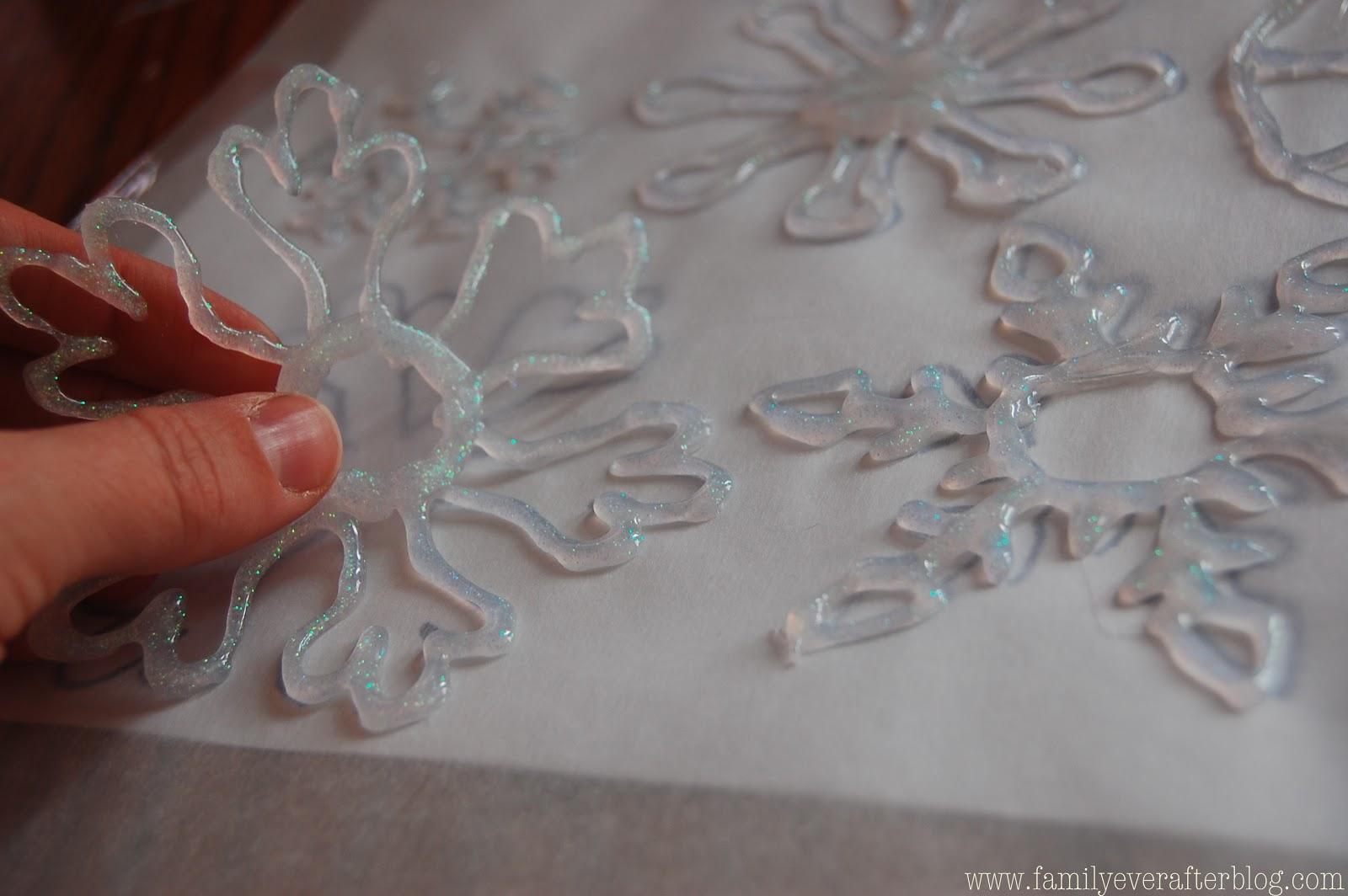 Как сделать снежинку из горячего клея своими руками 1