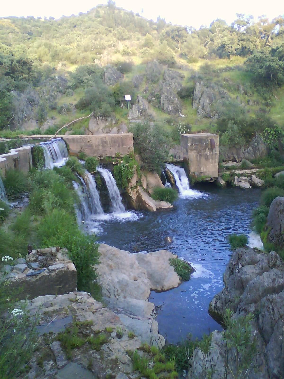 Homo serranus las otras cascadas del hueznar for Cascadas artificiales de pared