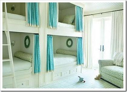 CUATRO CAMAS EN UN DORMITORIO - DORMITORIO PARA 4 by dormitorios.blogspot.com