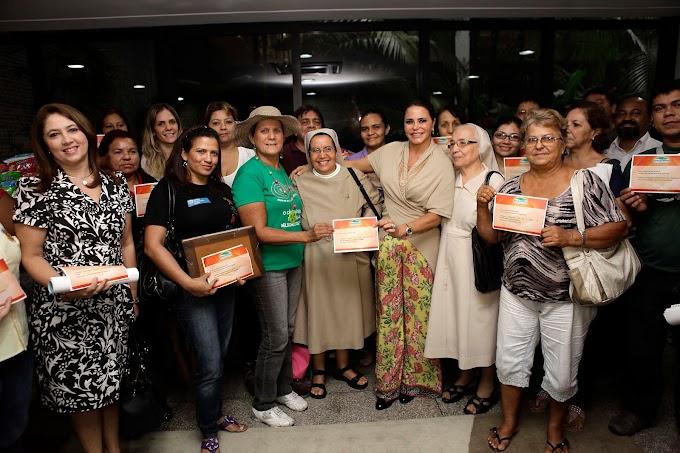 Primeira-dama Nejmi Aziz entrega donativos a 47 instituições filantrópicas