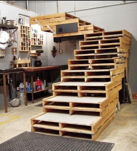 la construccin de la escalera es bastante elemental pero debemos tener en cuenta que no es tan sencillo hacerla como simplemente apilonar estos palets - Como Hacer Escaleras De Madera