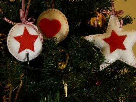 Creareecucire decorazioni natalizie in feltro - Decorazioni natalizie in feltro ...