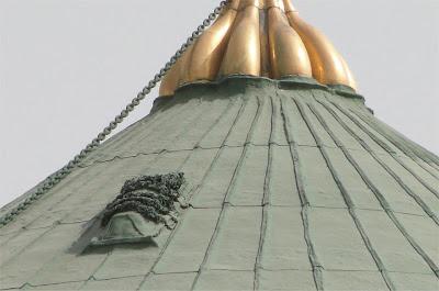 http://unik-informatika.blogspot.com/2012/11/ada-mayat-di-atas-kubah-masjid-nabawi.html