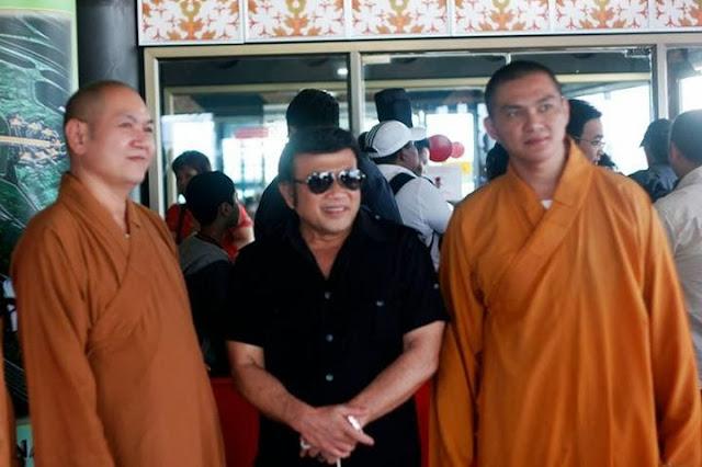 Rhoma dan Biksu - Lagu Rhoma Memberi Nilai-nilai Positif Bagi Kemanusiaan - Riforri Menuju Indonesia Bermartabat