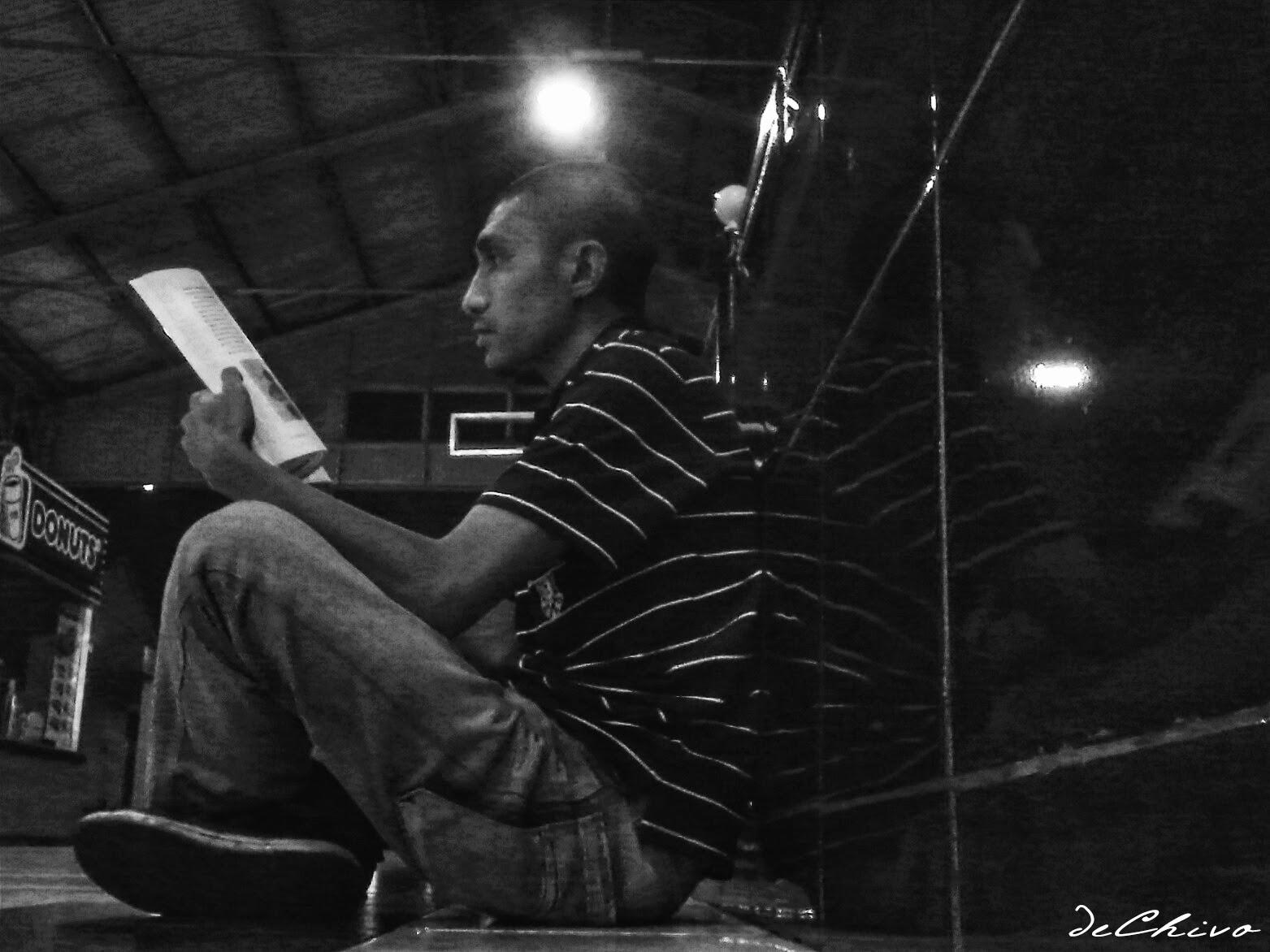 Nongkrong di stasiun_baca buku