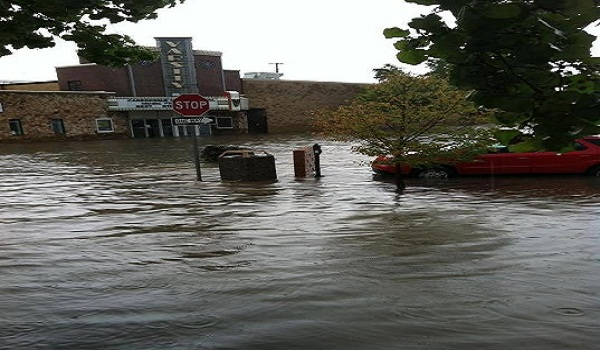 Carbondale, Illino flooded this evening! This is downtown