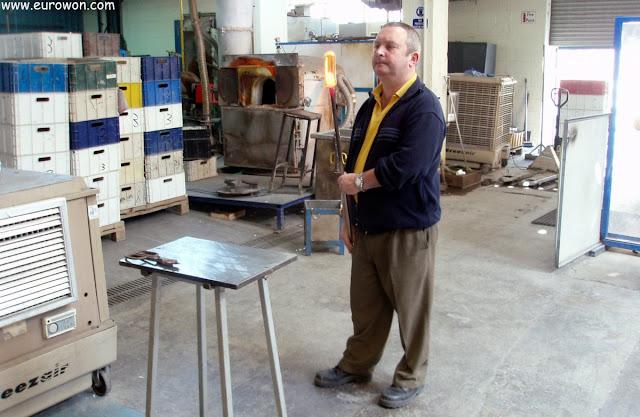 Trabajador de la fábrica de cristal de Waterford