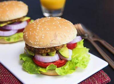 Cách làm hamburger kẹp thịt gà siêu hấp dẫn