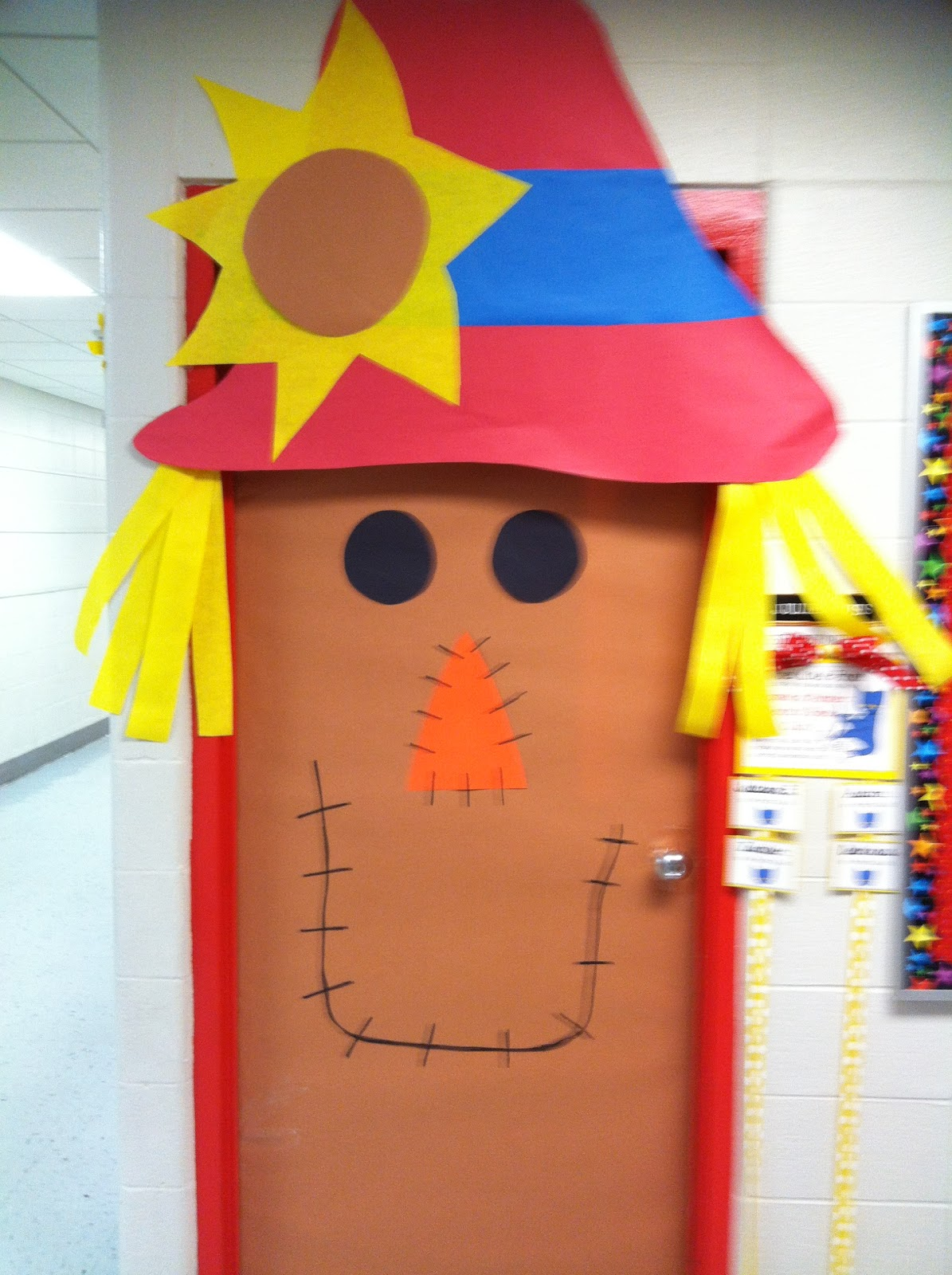 Second grade smiles fall classroom decorating ideas for Autumn classroom door decoration ideas