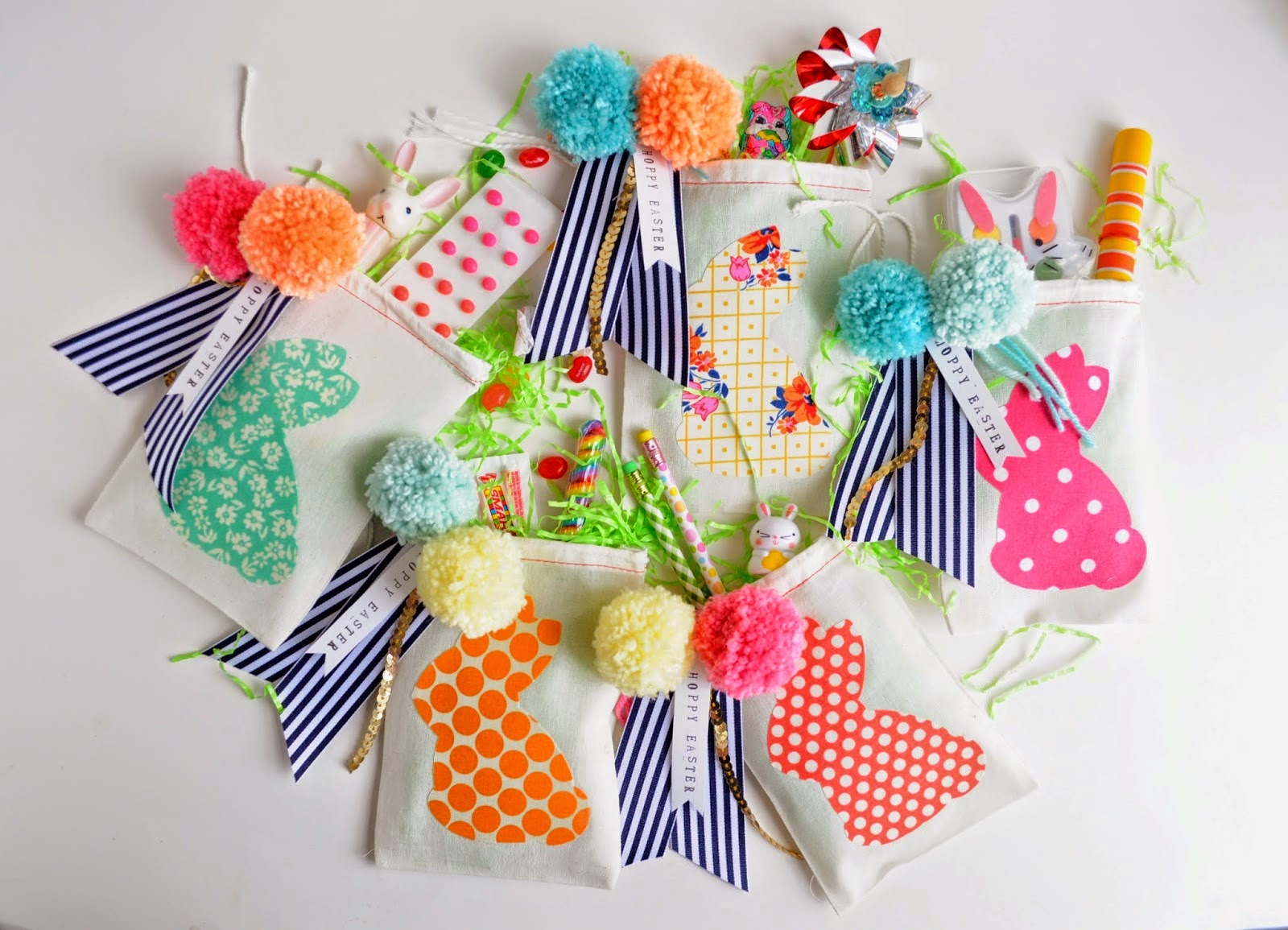 http://www.aprettycoollife.com/2014/04/diy-easter-party-favor-bags.html