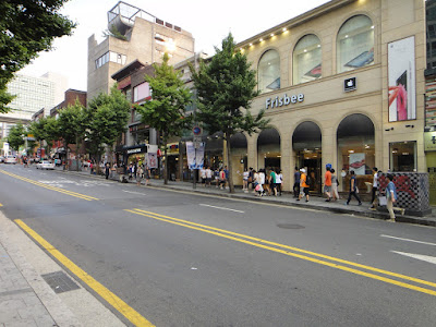 Shopping boutiques in Hongdae Seoul