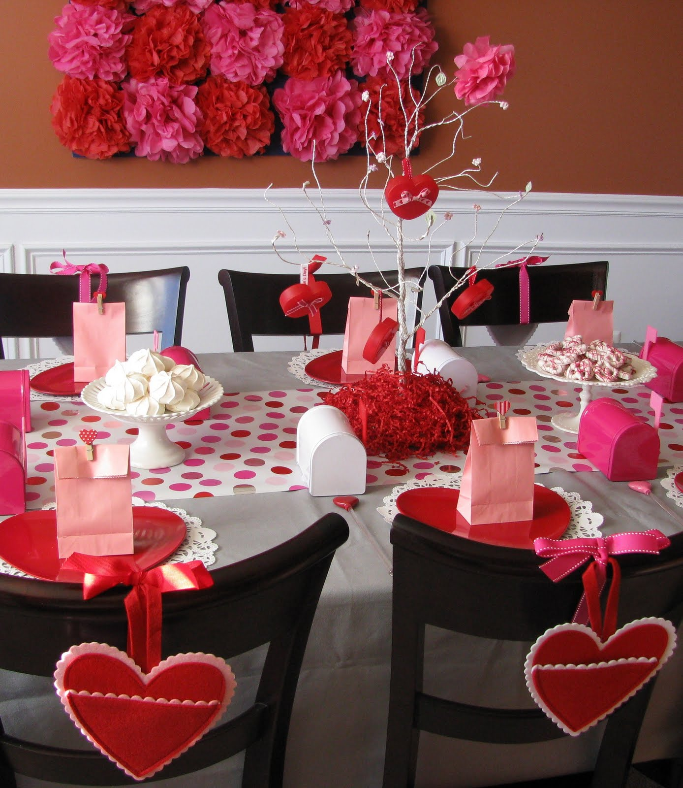 Sheek shindigs a valentine 39 s heart day celebration Table decoration ideas for parties