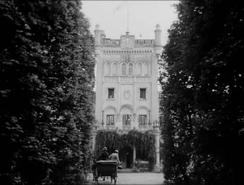 Hotel For Strangers • Hotel pro cizince (1967)