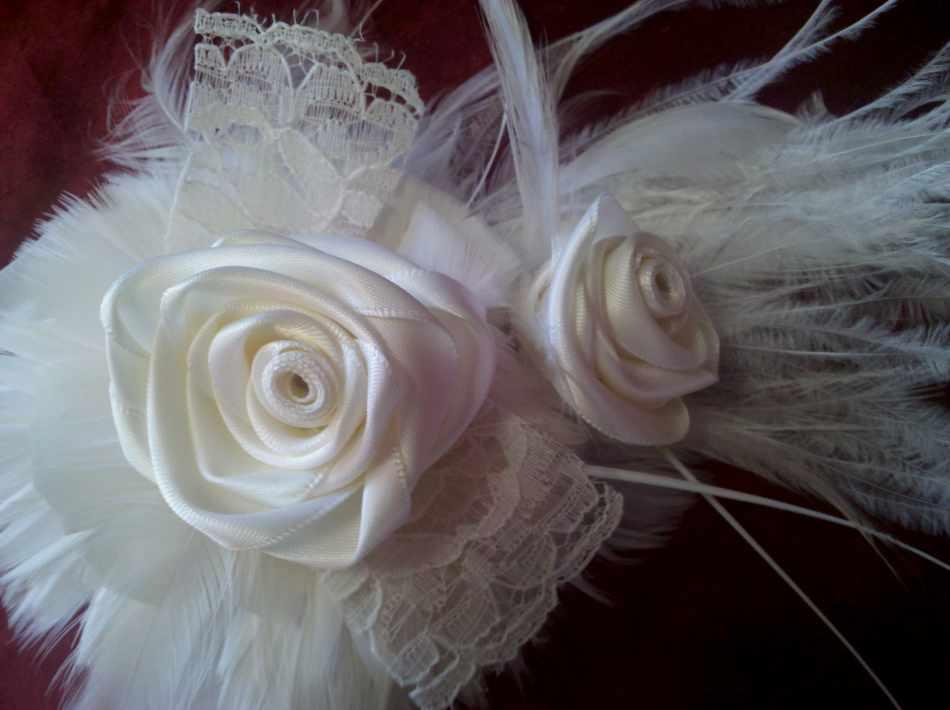ELLEN MARIE DESIGN Bridal Feather Fascinator With Ribbon