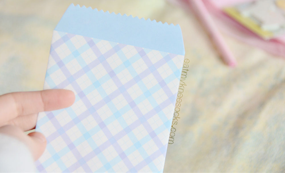 These patterned envelopes are perfect for letters, cards, invitations, and more.
