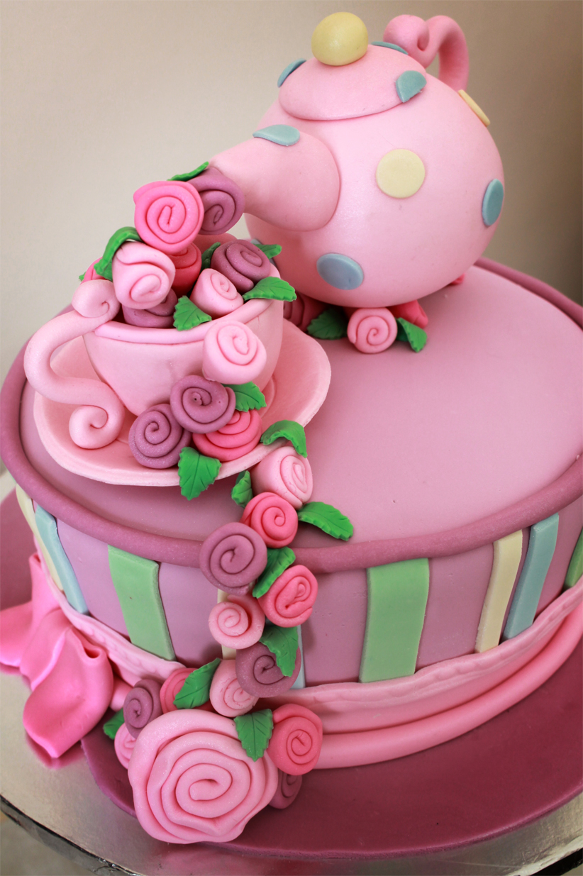 Delana S Cakes Mad Hatters Teapot Cake