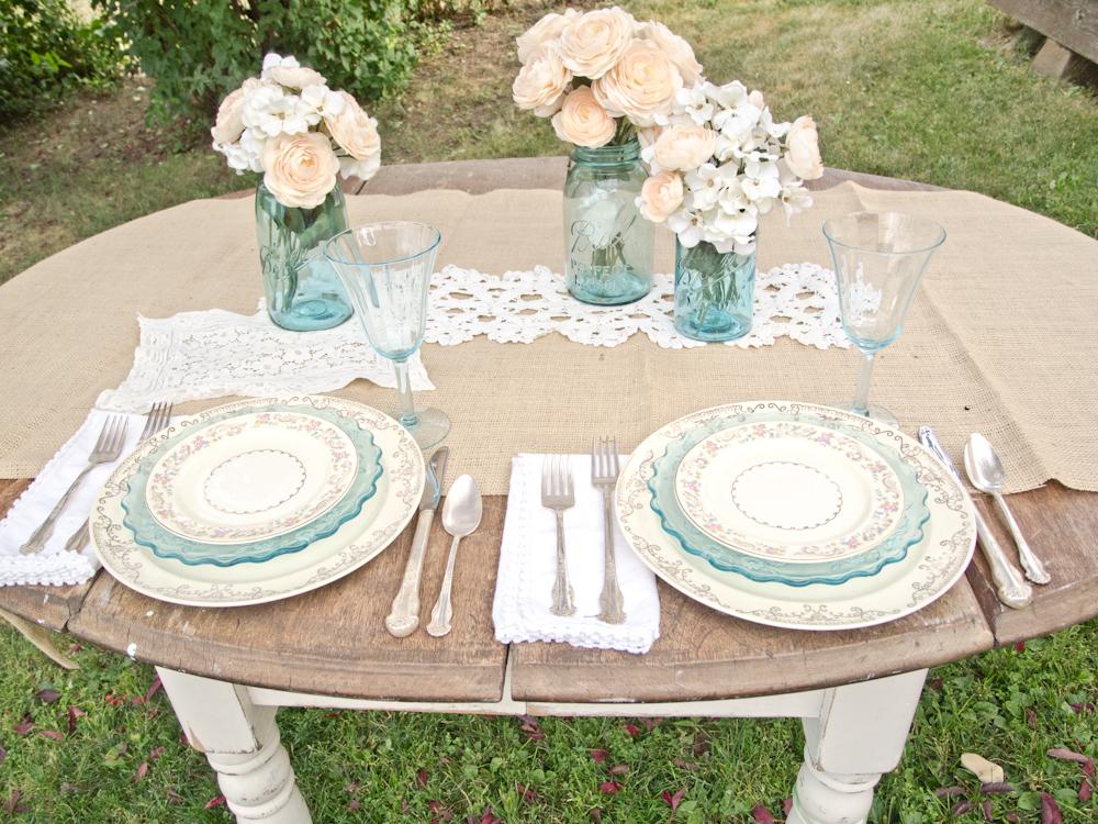 A vintage table setting & Vintage Whites Blog: A vintage table setting