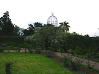 Estructura de hierro, rosas rosedal paisaje