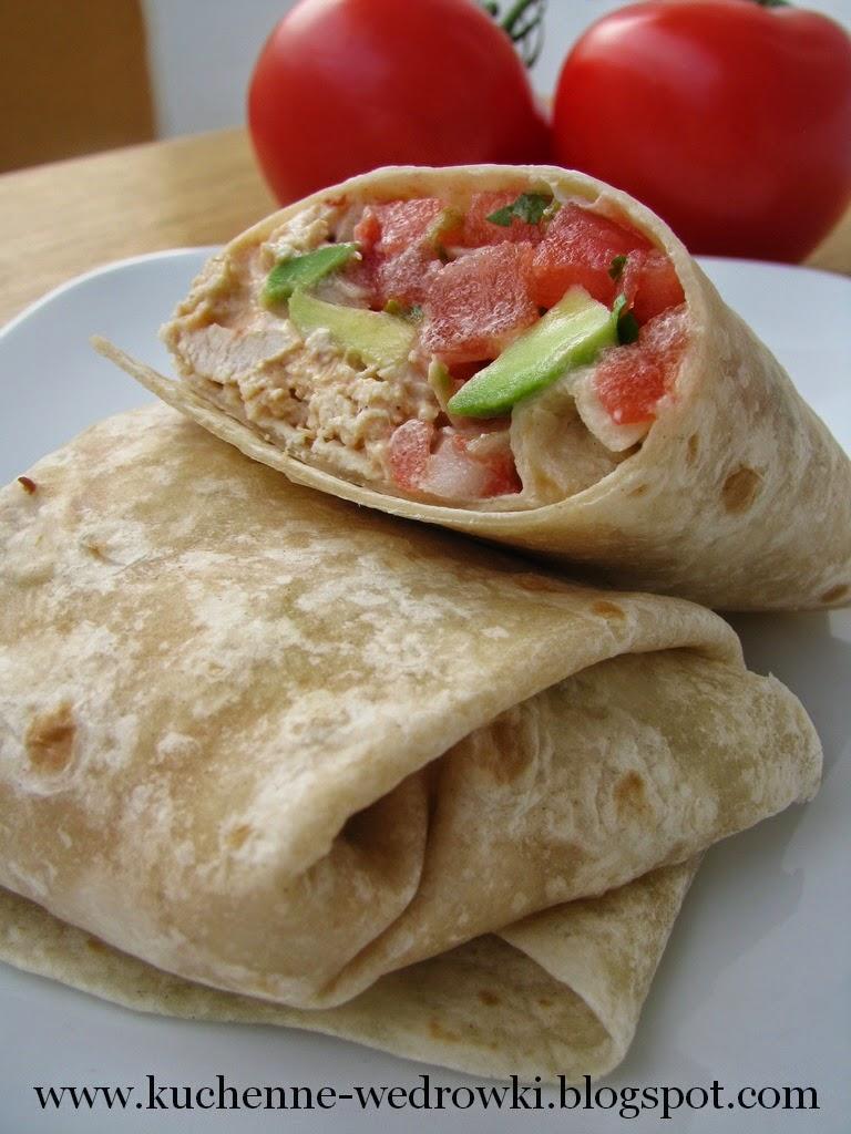 Tortilla z kurczakiem chipotle, awokado i salsą
