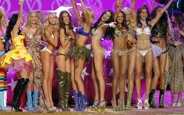 Victoria's Secret is a fashion company with many famous models, women women that model with the name as follows:  1. Adriana Lima.  2. Alessandra Ambrosio.  3. Miranda Kerr.  3. Izabel Goulart. 4. Candice Swanepoel was.  5. Erin Heatherton.  6. Doutzen Kroes.  Behati Prinsloo. 7.  8. Laish Ribeiro.  9. Lily Aldridge.  10. Martha Hunt.  11. Camille Rowe.  12. Karlie Kloss.  13. Barbara Palvin.