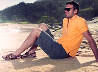 Foto de homem usando sandálias masculinas de couro FreeWay