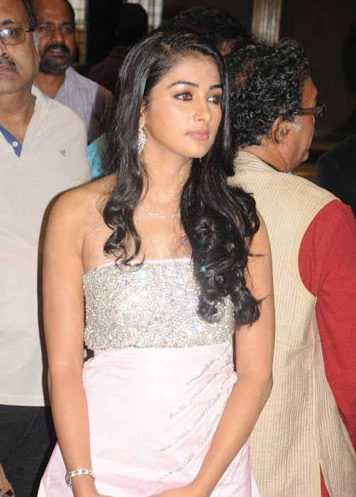 mugamoodi pooja hegde at movie launch glamour  images