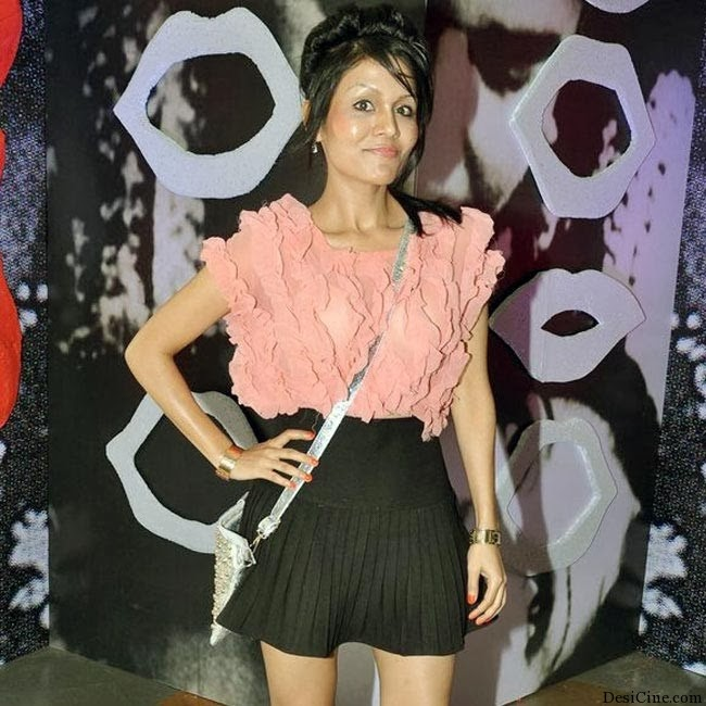20+Hot+Female+Singers+Of+Bollywood004