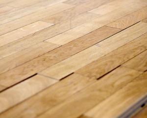 Carpinter a de madera aplicar cera en suelos de parquet - Encerar suelo madera ...