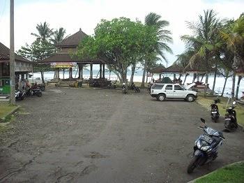 Area parkir di pantai yeh leh