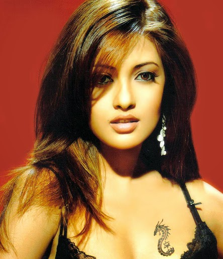 Riya Sen's tatto on Boobs hot hd hot unseen rare captured hot sexy pics download now